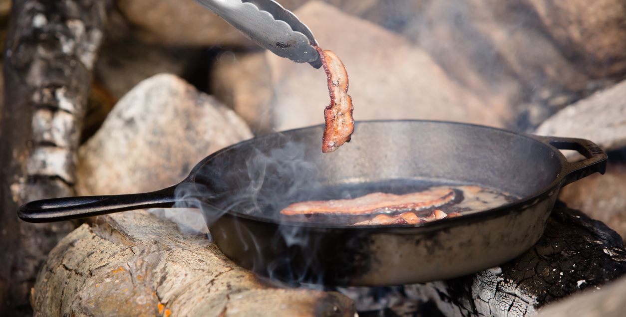 Are cast iron pans unsafe? | Examine.com